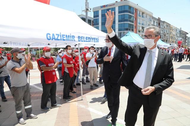 2020/06/1593263919_gaziemir'de_toplu_soezlesmeye_gecikmeli_kutlama_(1).jpg