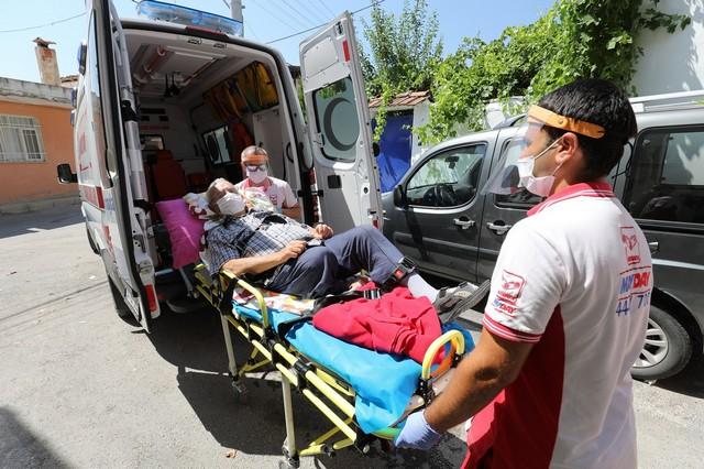 2020/07/1594382397_gaziemir'de_hasta_nakil_araclari_yeniden_hizmete_basladi_(6).jpg