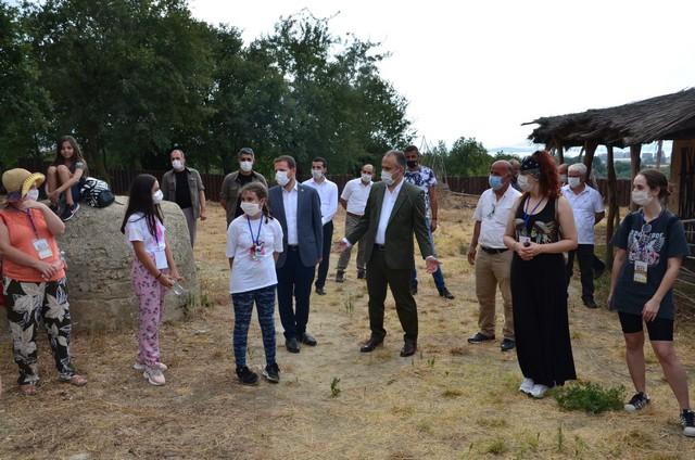 2020/08/1597038016_bursa_bueyueksehir_belediyesi_tarafindan_ilki_duezenlenen_arkeofest_2020,_Istanbul_ve_Izmir_basta_olmak_uezere_arkeoloji_meraklilarini_aktopraklik_hoeyuek_arkeopark'ta_bulusturdu_(12).jpg