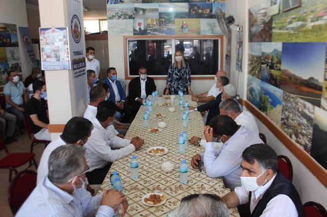 2020/08/1597393219_ak_parti_Izmir_milletvekili_ceyda_boeluenmez_Cankiri'dan_teskilatlara_ziyaret_(3).jpg