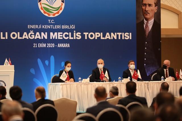2020/10/1603361975_enerji_kentleri_birligi,_baskan_osman_zolan_baskanliginda_toplandi_(4).jpg