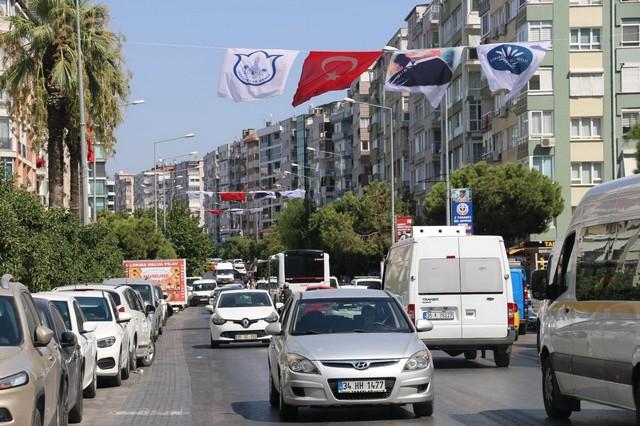 2020/10/1603808651_konak_belediyesi,_cadde_ve_sokaklari_da_sanli_ay-yildizli_bayragimiz_ve_atatuerk_posterleriyle_donatti_(1).jpg