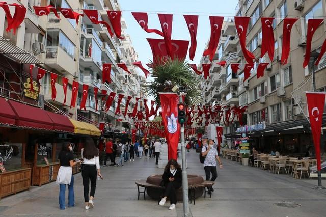 2020/10/1603808652_konak_belediyesi,_cadde_ve_sokaklari_da_sanli_ay-yildizli_bayragimiz_ve_atatuerk_posterleriyle_donatti_(2).jpg