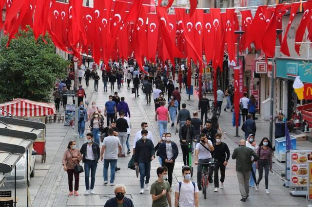 2020/10/1603808652_konak_belediyesi,_cadde_ve_sokaklari_da_sanli_ay-yildizli_bayragimiz_ve_atatuerk_posterleriyle_donatti_(6).jpg