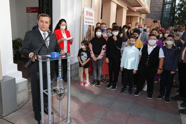 2020/10/1603886122_konak_belediye_baskani_abduel_batur_(1).jpg