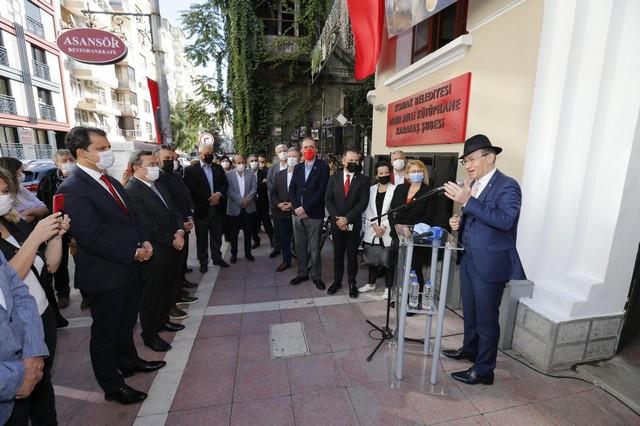 2020/10/1603886123_Izmir_milli_kuetuephane_vakfi_baskani_ulvi_pug.jpg