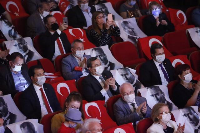 2020/10/1603962685_konak'ta_cumhuriyete_oezel_konser_(11).jpg