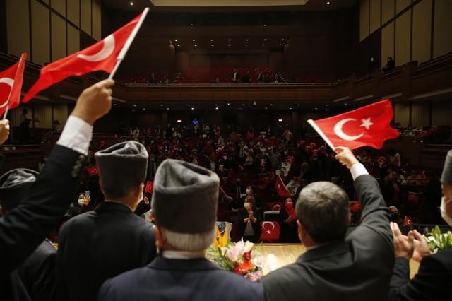 2020/10/1603962685_konak'ta_cumhuriyete_oezel_konser_(5).jpg