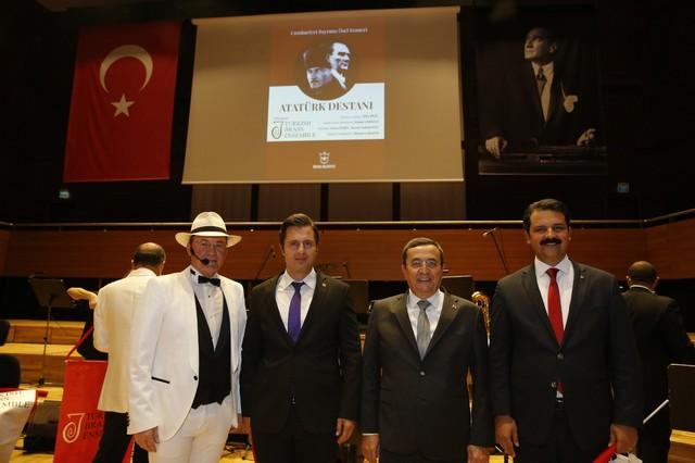 2020/10/1603962686_konak'ta_cumhuriyete_oezel_konser_(3).jpg