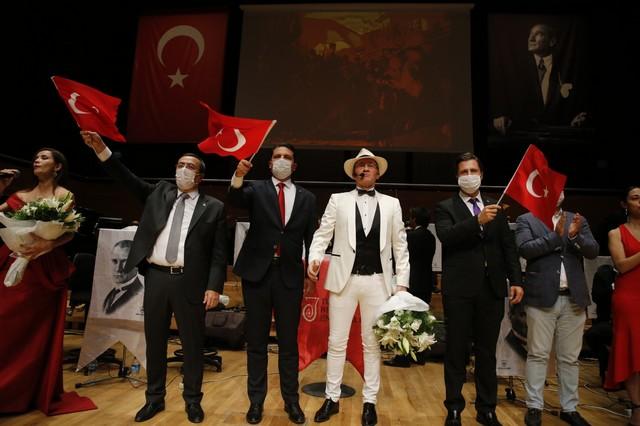 2020/10/1603962686_konak'ta_cumhuriyete_oezel_konser_(6).jpg