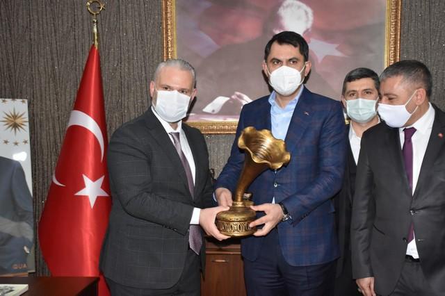 2021/02/1614001782_Cevre_ve_Sehircilik_bakani_murat_kurum_menemen_belediyesi-ni_ziyaret_etti_-6.jpg