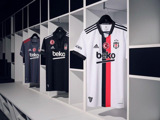2021/07/1626344467_adidas-_besiktas-in_2021-2022_sezonu_formalarini_lbesiktas_sensinr_diyerek_taraftarlarla_bulusturdu_-8.jpg