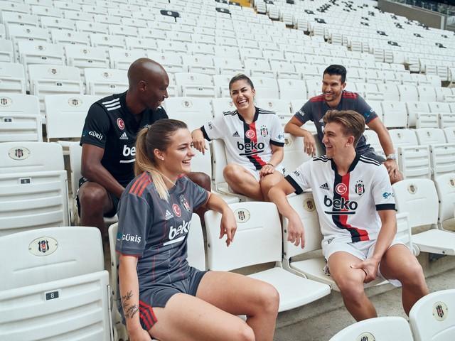 2021/07/1626344468_adidas-_besiktas-in_2021-2022_sezonu_formalarini_lbesiktas_sensinr_diyerek_taraftarlarla_bulusturdu_-4.jpg