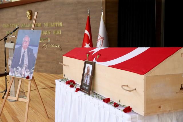 2021/08/1629219148_karsiyaka_belediyesi-_gectigimiz_gun_yasama_veda_eden_Izmir-in_simge_degerlerinden_sancar_maruflu_icin_cenaze_toreni_oncesinde_bir_saygi_etkinligi_gerceklestirdi_-2.jpg