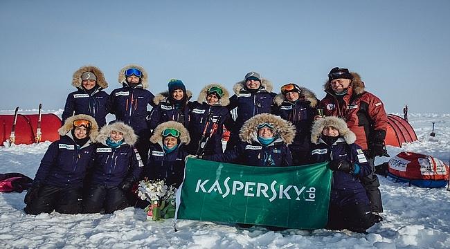 Maceracı kadınlardan oluşan keşif ekibi Kuzey Kutbu'na ulaştı