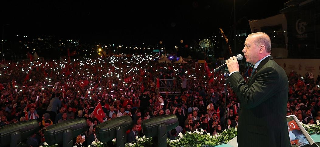 Cumhurbaşkanı Erdoğan, 15 Temmuz Şehitler Köprüsü'nde halka hitap etti