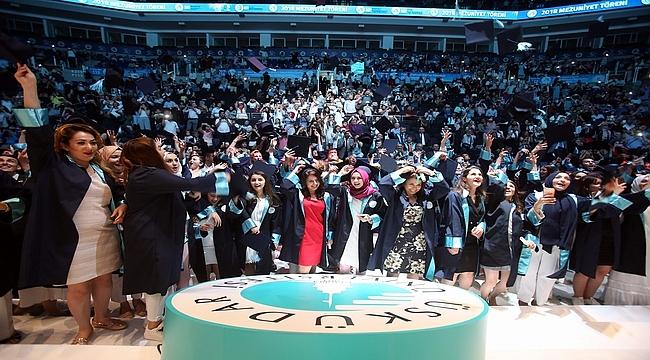 Üsküdar Üniversitesi'nde 5. mezuniyet coşkusu