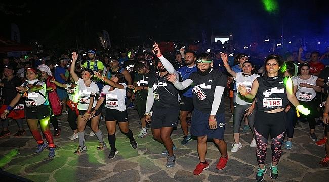 fdb1bf37a4b2d Under Armour'ın sürprizlerle dolu gece koşuları devam ediyor! - Spor ...