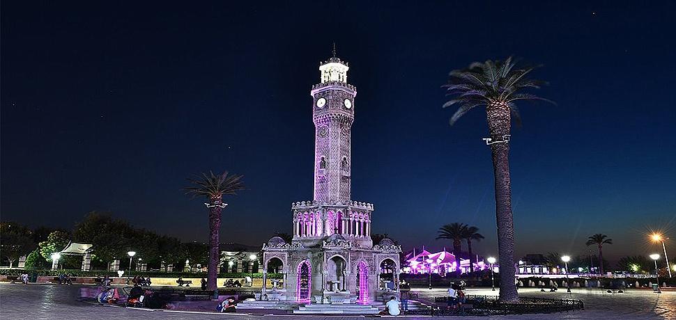 İzmir Saat Kulesi alzheimer için mora büründü!