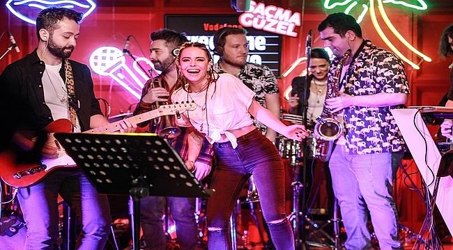 Simge'nin Vodafone Freezone Stüdyo'daki konseri 3 milyon izlenmeye ulaştı