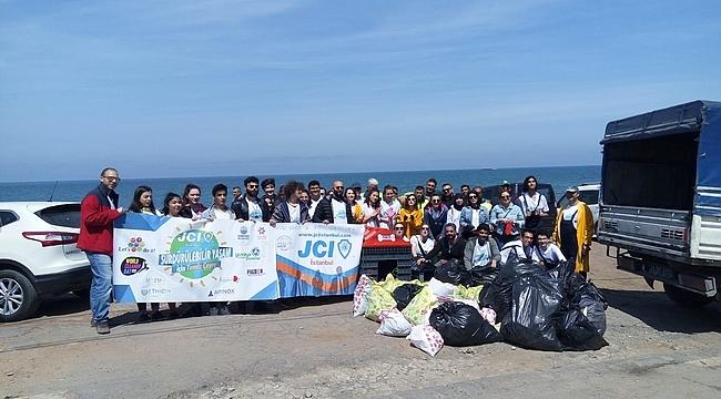 Gönüllüler Kısırkaya Plajı'nı temizledi