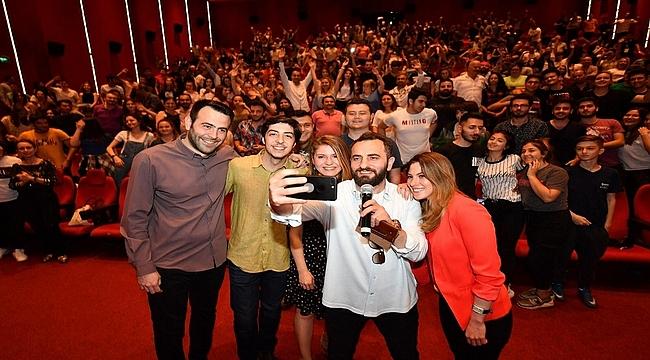 """""""Aykut Enişte"""" İzmir'de de gala yaptı!"""