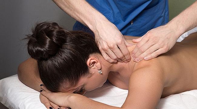 Omuz masajı, ağrıyı tetikliyor!
