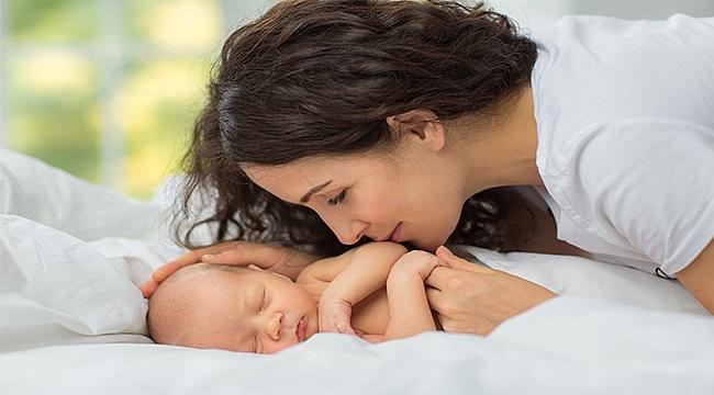 """Anneliğe """"Pozitif Doğum Deneyimi"""" ile adım atın"""