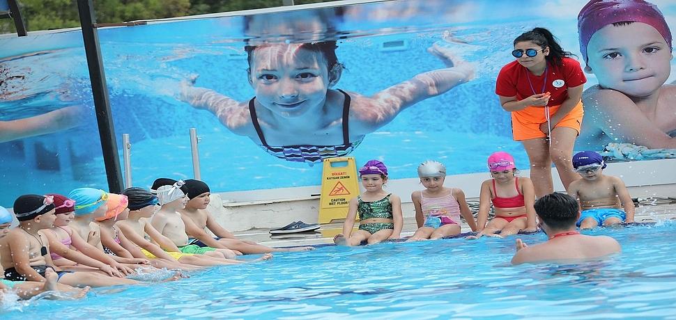 Okullar kapandı, havuz keyfi başladı
