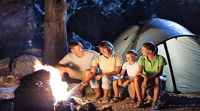 Aile boyu çocuklarla kamp-bungalov keyfi