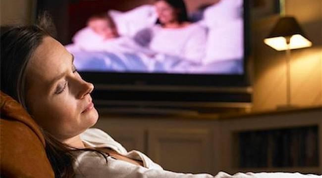 Televizyon karşısında uyumak riskli