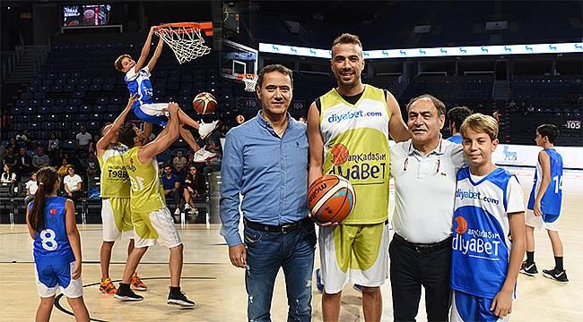 Diyabetli çocuk ve gençler ünlülerle basketbol oynadı