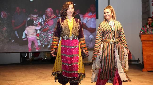 Edremit'te Türkmen Gelinleri defilesi