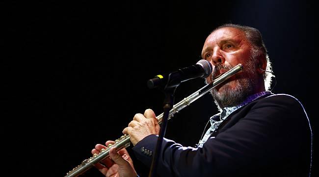 Hilltown Karşıyaka'da Fatih Erkoç ile Müzik Şöleni