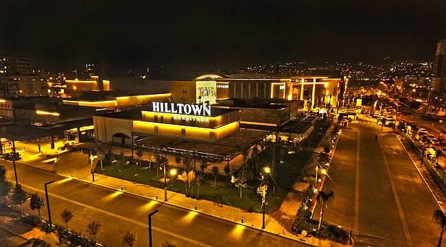 İzmir'in yeni cazibe merkezi Hilltown Karşıyaka kapılarını açt