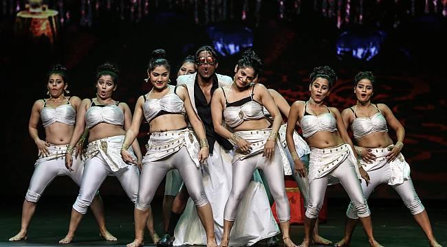 Ünlü isimler Hint Müzikali'nde bir araya geldi