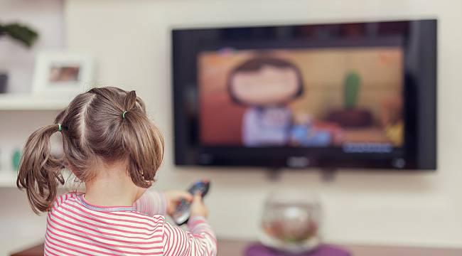 Çocuğunuz Televizyonun Sesini Çok Açıyorsa Dikkat!