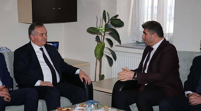 MHP Grup Başkanvekili Akçay, Kula Belediyesi'ni Ziyaret Etti