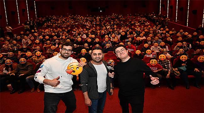 İzmir'de 'Bayi Toplantısı' filmi oyuncularına yoğun ilgi!