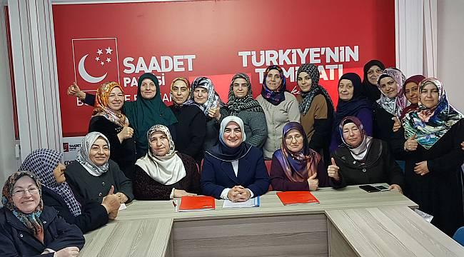 Saadet Partisi Kadın Kolları Genel Başkanı Asiltürk İzmir'de