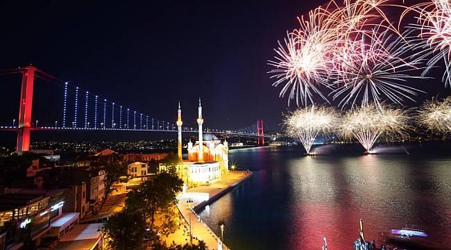 İstanbul semalarında görsel şölen
