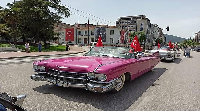 Klasik araçlarla 19 Mayıs kutlaması