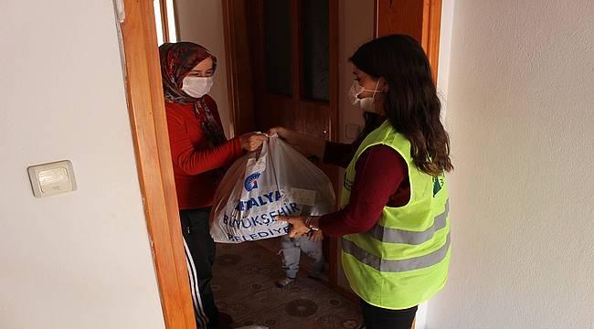 Antalya Büyükşehir'in çölyak hastalarına desteği sürüyor