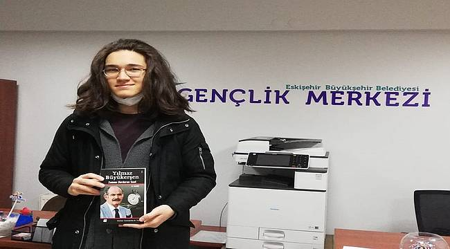 Başarılı gençler kitaplarını aldı