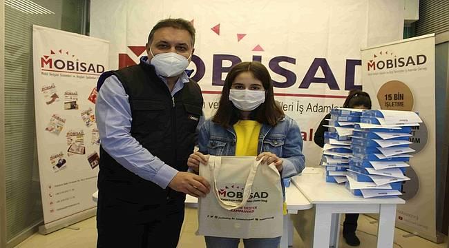 MOBİSAD, depremzede öğrencilere tablet dağıttı