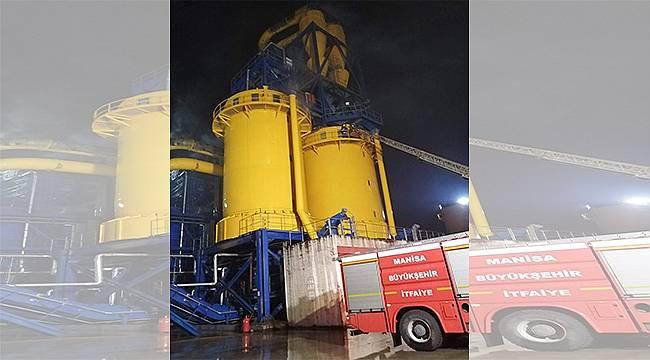 Zor koşullarda fabrika yangınına anında müdahale