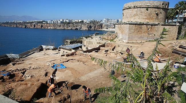 Hıdırlık Kulesi'nde 1500 yıllık antik hamam ortaya çıkarıldı