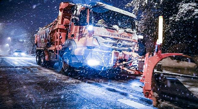 İstanbul'da gece yarısı başlayan kar yağışı etkisini artırarak devem ediyor...