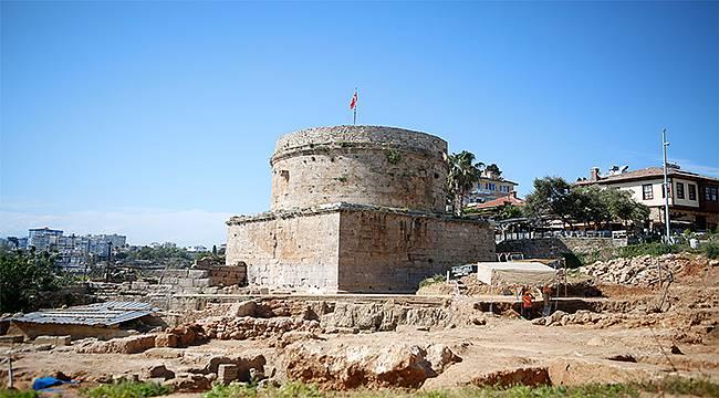 Hıdırlık Kulesi kazıları sürüyor