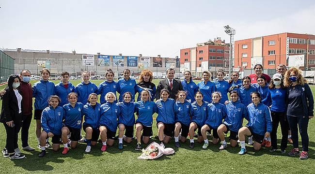 Konak Belediyespor Kadın Futbol Takımı Lige Hazır